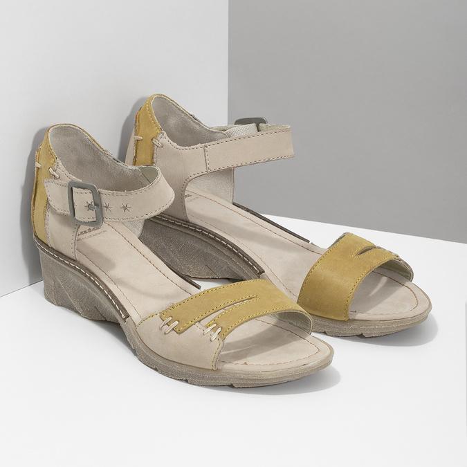 Kožené sandály na klínku bata, šedá, 626-2642 - 26