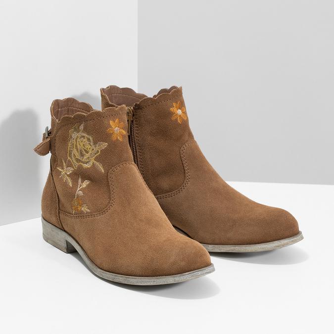 Kotníčkové kožené kozačky s výšivkou bata, hnědá, 596-4686 - 26