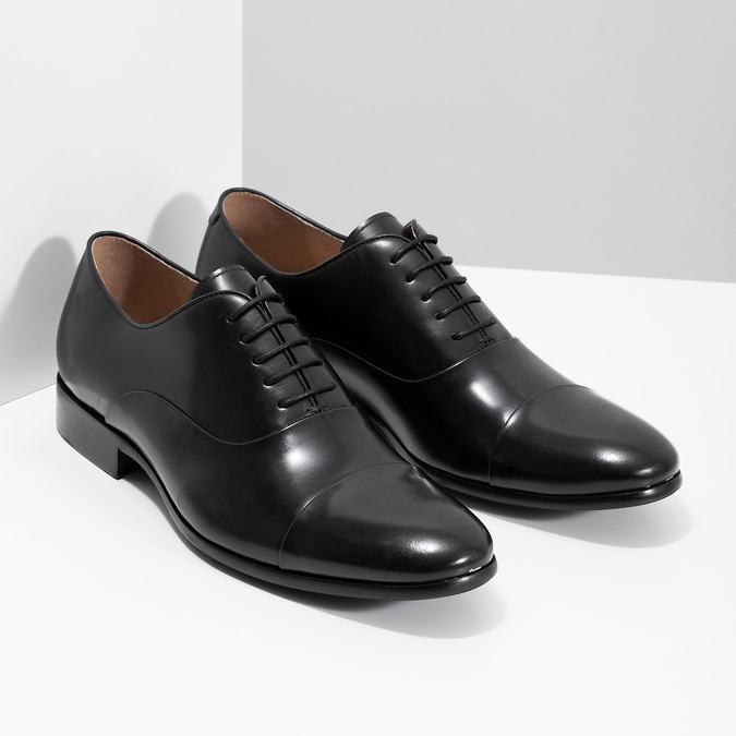 Černé kožené polobotky v Oxford střihu bata, černá, 824-6626 - 26