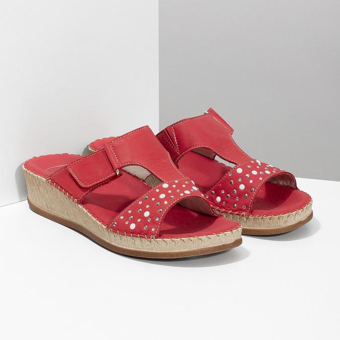 Červené kožené nazouváky na klínku s kamínky comfit, červená, 574-5438 - 26