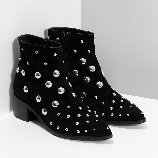 Kotníčkové kožené kozačky s kovovými cvoky bata, černá, 693-6605 - 26