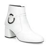 Bílá kožená kotníčková obuv s přezkou bata, bílá, 694-1673 - 13