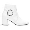 Bílá kožená kotníčková obuv s přezkou bata, bílá, 694-1673 - 19