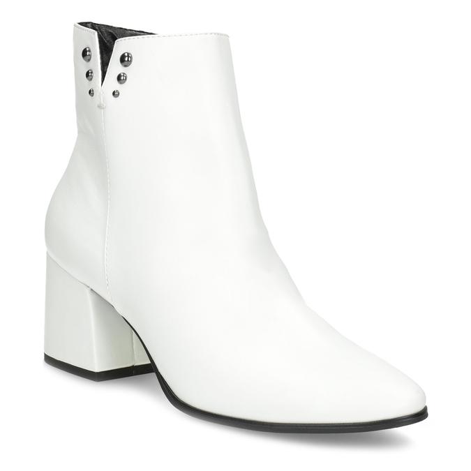 Bílé kotníčkové kozačky s kovovými cvoky bata, bílá, 791-1631 - 13