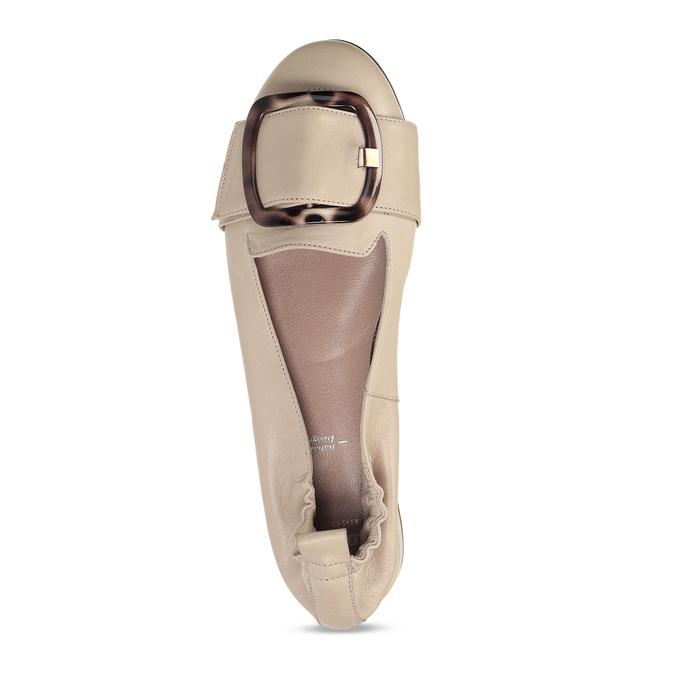 Dámské kožené béžové baleríny se sponou bata, béžová, 524-8601 - 17